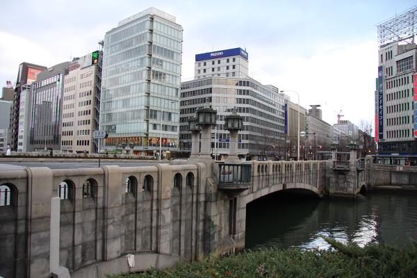 【淀屋橋の名前の由来は?】江戸時代の豪商・淀屋が架けた橋?